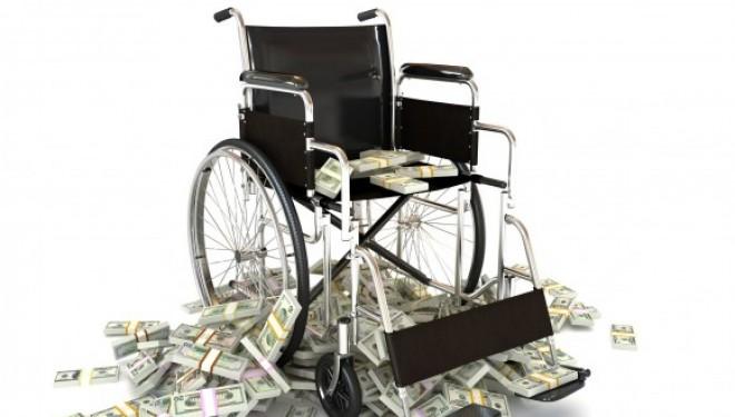 Cine plăteşte pentru greşelile medicale?