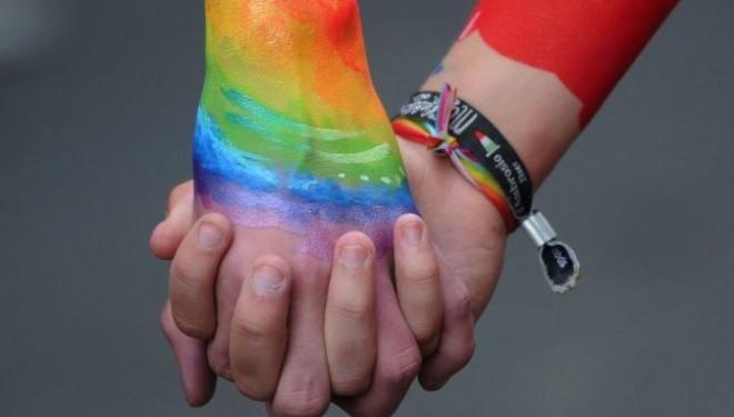 OMS recomanda cu fermitate barbatilor homosexuali sa ia tratament prevenitiv impotriva SIDA
