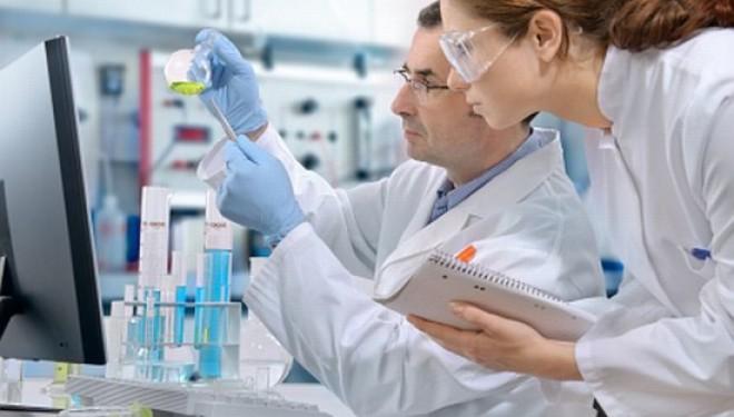 Primii 17 oameni modificati genetic sunt monitorizati in secret.