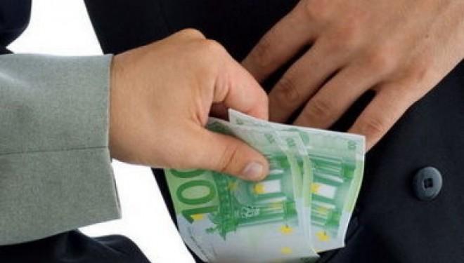 Licitatii suspecte la Ministerul Sanatatii. Un olandez ar fi mituit functionari publici pentru a castiga contracte cu statul