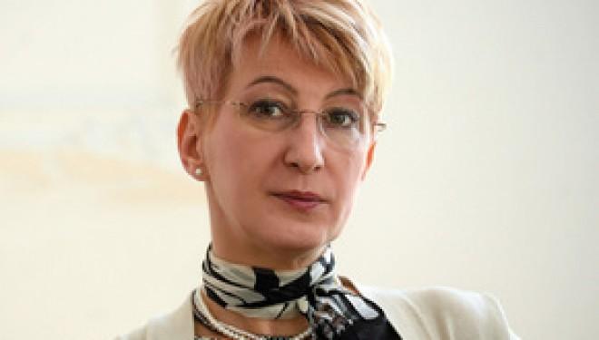 """Dr. Simona Tivadar: """"Un copil care este adus cu mașina de la școală și apoi proptit în fața calculatorului nu are nevoie de dulciuri"""""""
