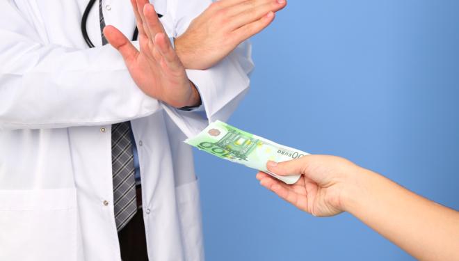 """Medicii nu pot primi """"atenții"""" nici înainte, nici după actul medical"""