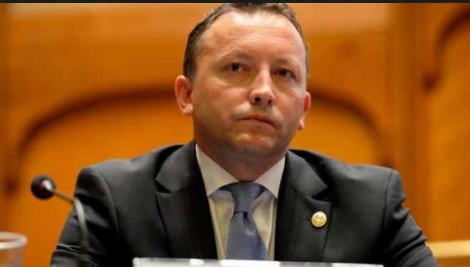 Solicit demiterea de urgenta a domnului VASILE CIURCHEA, presedintele Casei Nationale de Asigurari de Sanatate.