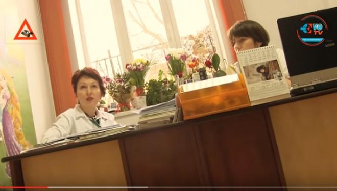 Ilegalităţile ( ? ) comise de unii medici ieşeni ies din nou la iveală – filmare cu camera ascunsa !