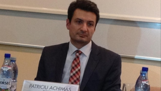 Despre exMinistrul Sanatatii Achimas: Masterat cu tata, specializări cu grebla