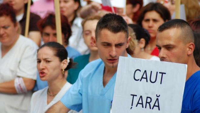 ABERAȚIE! Academia Română vrea să-i oblige pe absolvenții de medicină să lucreze în țară la terminarea facultății! Ce spun studenții de la Timișoara?
