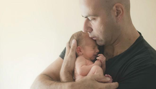 A fost marit concediul medical paternal la 15 zile conform unei propuneri legislative adoptate de Senat