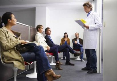 Pacienţii, amânaţi intenţionat la analize, pentru a plăti mai mult