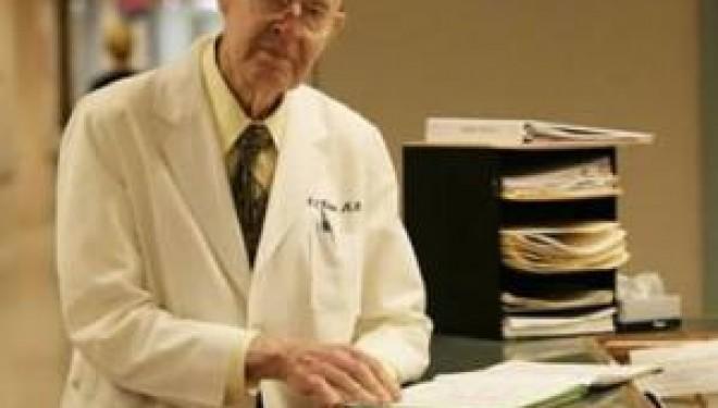 Lipsa medicilor este atat de mare in spitalele din toata tara, incat managerii sunt nevoiti sa apeleze la specialistii pensionati.