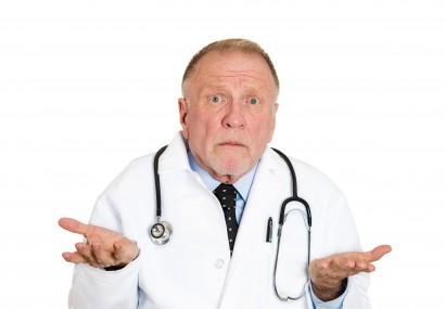 Medicii acuză CASMB de contractări cu dedicaţie