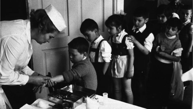 Liste de așteptare cu zeci de copii nevaccinați, la medicii de familie mureșeni
