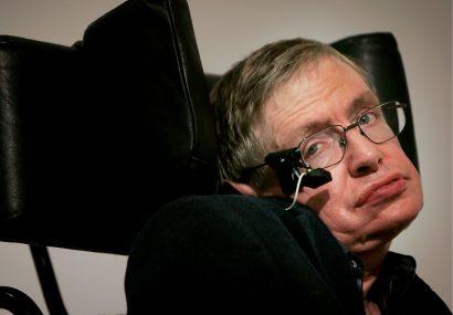"""Stephen Hawking acuză Guvernul britanic pentru """"criza"""" din sistemul național de sănătate Stephen Hawking acuză Guvernul britanic pentru """"criza"""" din sistemul național de sănătate"""
