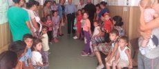FOTO – Vacinare antirujeolică pe bandă rulantă în comunitățile de romi din Sibiu
