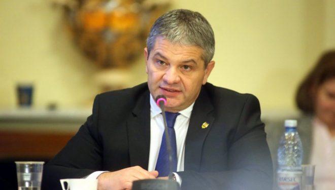 """""""STATUL VA CONCURA SERIOS CU PRIVATUL"""". Interviu cu prof. dr. Florian Bodog, ministrul Sănătății."""