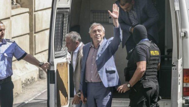 Fostul şef al CNAS, Marian Burcea, obţine o primă decizie în instanţă de eliberare din arest