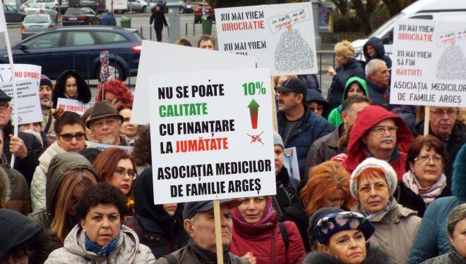 3.000 de medici au redepus Jurământul lui Hipocrat sub geamul Guvernului