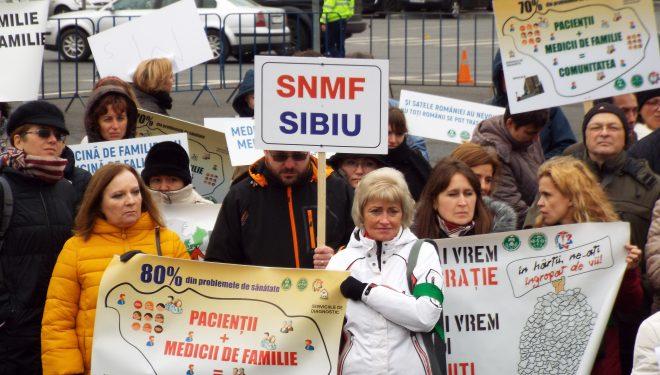 UPDATE: Protestul din Piața Victoriei al medicilor de familie, încheiat cu promisiuni. Tudose: Au foarte multă dreptate! / VIDEO