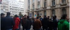 Rezidentii protesteaza la Ministerul Sanatatii: Reinvatam sa spunem NU. Acesta este momentul!