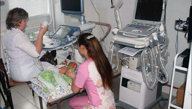 A muncit până când a murit: o doctoriţă a adus pe lume copii non stop, timp de 31 de ore