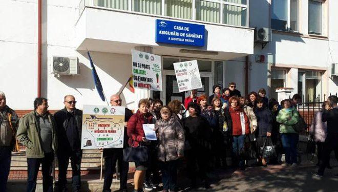 BRAILA: ZECI DE MEDICI DE FAMILIE AU PICHETAT PREFECTURA ŞI CASA JUDEŢEANĂ DE ASIGURĂRI DE SĂNĂTATE