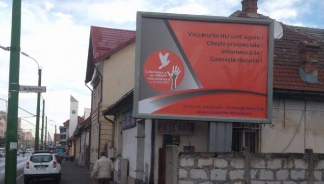 Direcțiile de sănătate publică îi vor amenda pe cei care montează panouri publicitare anti-vaccinare