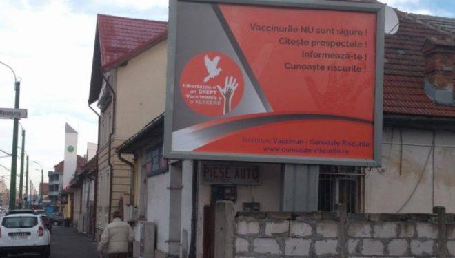 Panourile cu mesaje împotriva vaccinării vor fi verificate de Direcțiile de sănătate publică