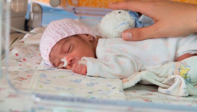 România: Un copil mai mic de 1 an moare la fiecare 6 ore. Un sistem medical pregătit îi poate salva