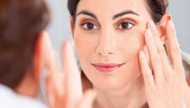 """Dermatolog: """"E bine să ştii ce conţine o cremă. Dermatocorticoizii dau dependenţă"""". Ce pericole poate ascunde o etichetă cu ingrediente """"naturale""""?"""