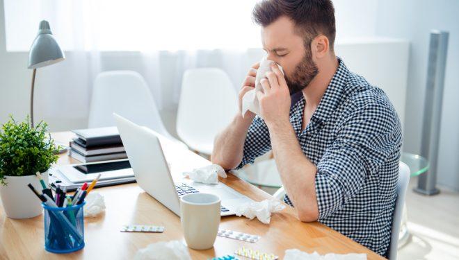 Avertismentul medicilor: Nu confundaţi gripa cu simpla răceală de sezon! Cum le deosebiți