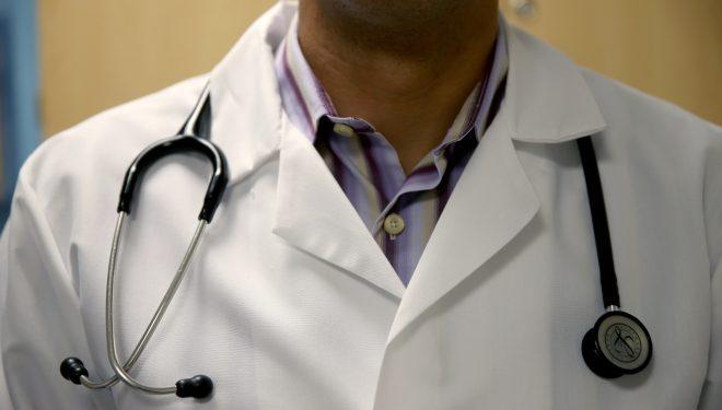 Încă un caz de medic care a operat în România fără să aibă dreptul. În urma intervenției, o fetiță arămas cu un handicap