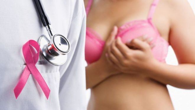 Cum se palpează corect sânii pentru a descoperi cancerul
