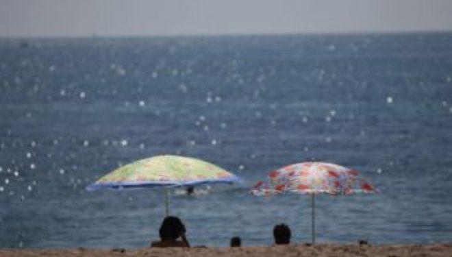 Expunerea la soare accelerează cancerul de piele. Investigaţia dermatologică simplă pe care trebuie să o faci înainte de plajă