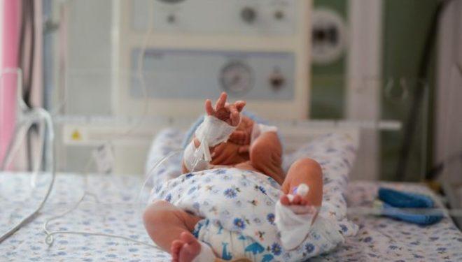 Copilul-grapefruit. Un băieţel din Japonia care cântărea un sfert de kilogram la naştere urmează să fie externat