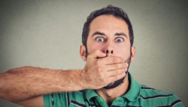 Ai limba încărcată de depozite albicioase sau gălbui? Mergi imediat la doctor