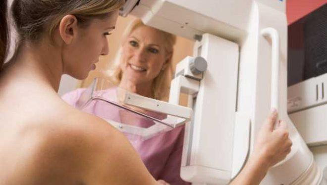 """""""Există încă multe paciente care se feresc de mamografie"""". Investigaţii medicale recomandate în cancerul de sân"""