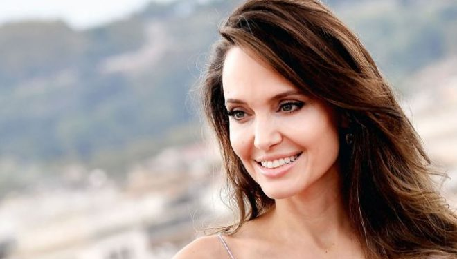 Mastectomia profilactică, operaţia făcută celebră de actriţa Angelina Jolie. Indicaţii şi riscuri