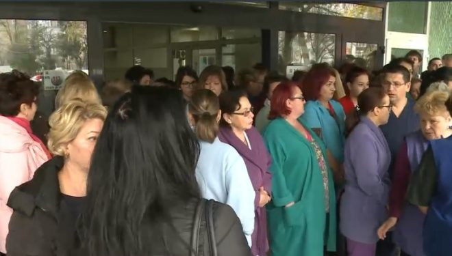 """Director de spital, schimbat printr-un mesaj pe WhatsApp. Angajații protestează: """"Nu pleca!"""". Explicațiile ministrului sănătății"""