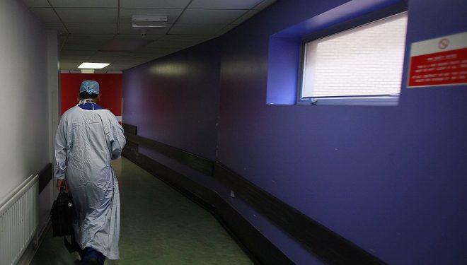Un tânăr cu arsuri grave va fi transferat luni la Spitalul AKH din Viena. Ministerul Sănătății infirmă o întârziere birocratică