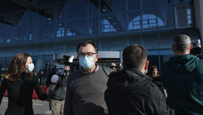 Mobilizare fără precedent pe Otopeni unde au ajuns artiştii din Mioveni, reveniţi din China. Mesajul video transmis înainte de sosire