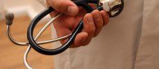 Fără dosare penale după reclamaţiile de malpraxis, pacienţii să poată cere doar daune morale (propunere)