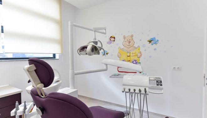 Reacția clinicii stomatologice din Pitești, în cazul copilului mort: Dezinformarea s-a dovedit mai importantă decât căutarea adevărului