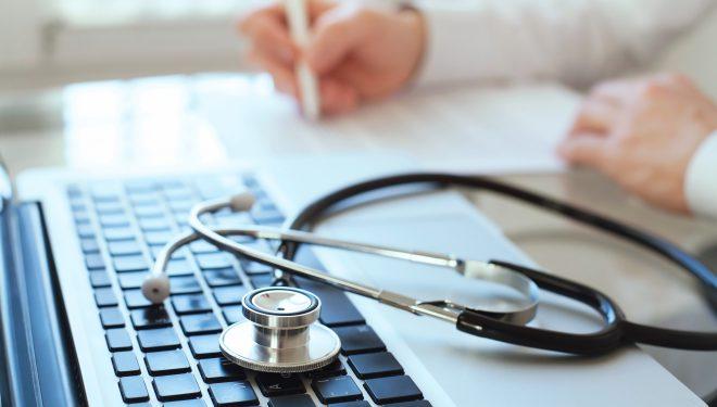 Un oraș a rămas fără medici din cauza COVID: unul a murit, unul este în spital