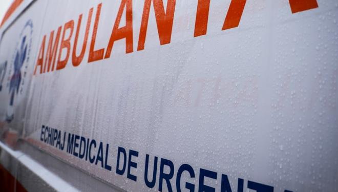 Asistentă de la Ambulanță infectată cu COVID-19, după ce a mers la un pacient care nu a spus că a venit din Anglia. Colegii, în izolare