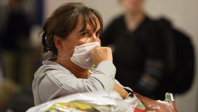 Frica de coronavirus în România duce la reacţii extreme. Unii români, deşi declaraţi de medic sănătoşi, se autoizolează în case