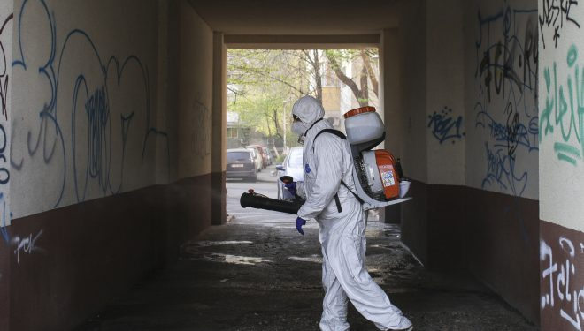 Blocuri dezinfectate cu o substanţă interzisă în spaţiile locuite. Autoritățile au declanșat o anchetă