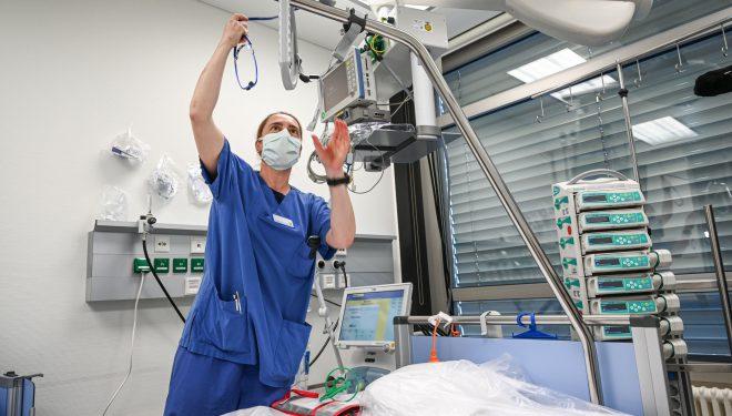 Nelu Tătaru: România are în acest moment 840 de paturi la ATI pentru bolnavii de COVID-19