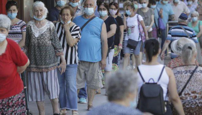 Aradul se alătură județelor care au decis să impună purtarea măştii în spaţiile deschise aglomerate