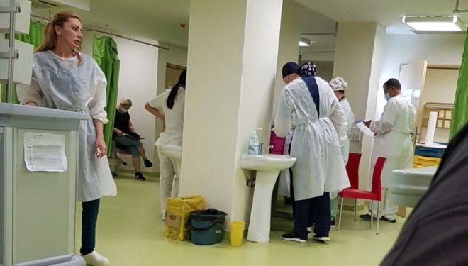 Asistentă medicală de la UPU Craiova, fără mască în spital