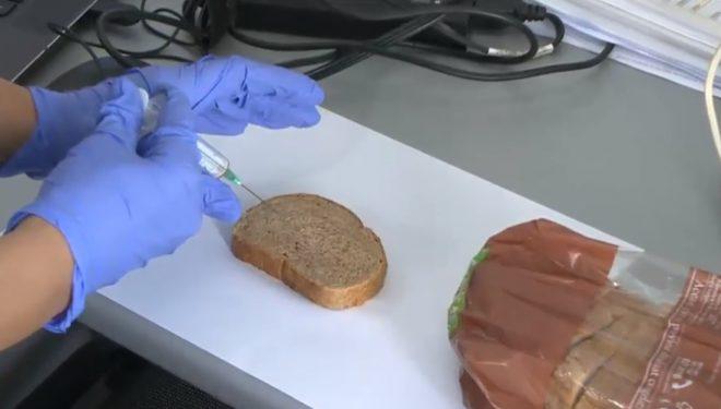 Experiment al cercetătorilor români. Cât rezistă coronavirusul pe diferite suprafețe, inclusiv pe o felie de pâine