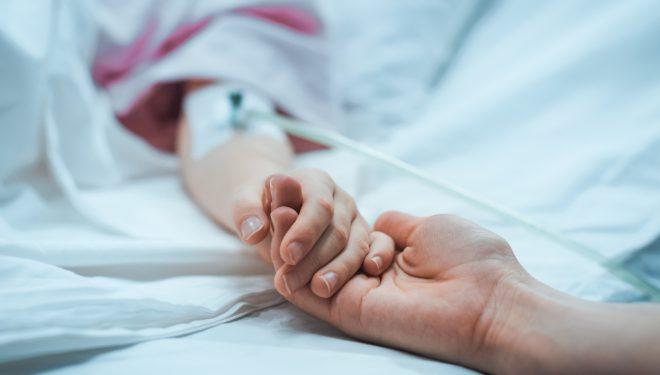 Medic: 40 de copii au murit în ultimii doi ani așteptând să se găsească un loc în spitale pentru a fi tratați